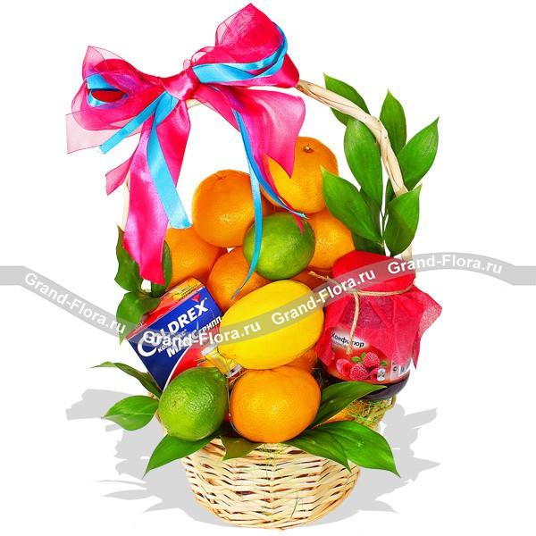 ec29e2baac5f1 Купить букет цветов Витаминный коктейль - корзина из фруктов с ...